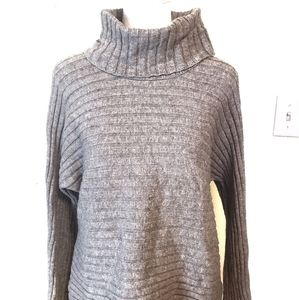 Cable and gauge 🔴Crop turtle neck sweater size L